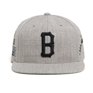BLACK SCALE B Logo Snapback (Grey)